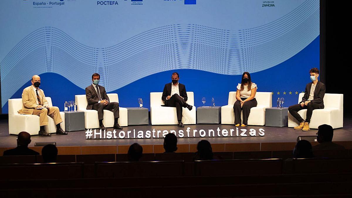 Hernani Dias y Francisco José Requejo, en el centro, durante la jornada informativa.