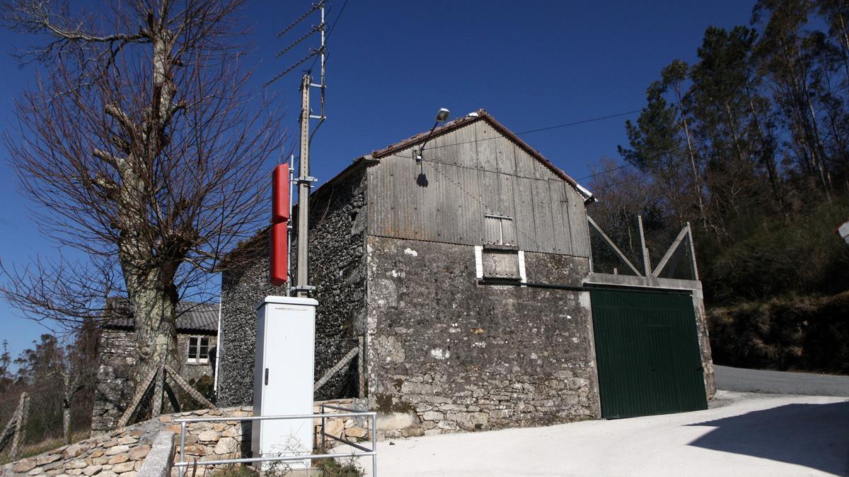 Un repetidor de la señal TDT colocado en un pueblo de Galicia