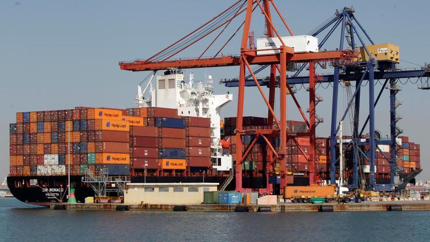 El déficit comercial baja un 3,7% hasta marzo, con las exportaciones en máximos