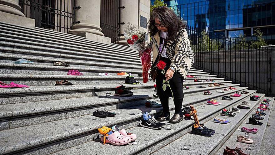 Troben al Canadà 215 cadàvers de nens enterrats en un centre per a indígenes