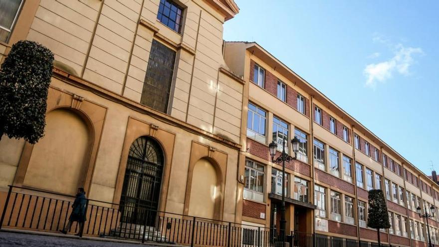 Salud suspende las clases en el Colegio Inmaculada de Oviedo y mantiene el cierre de San Ignacio y Masaveu