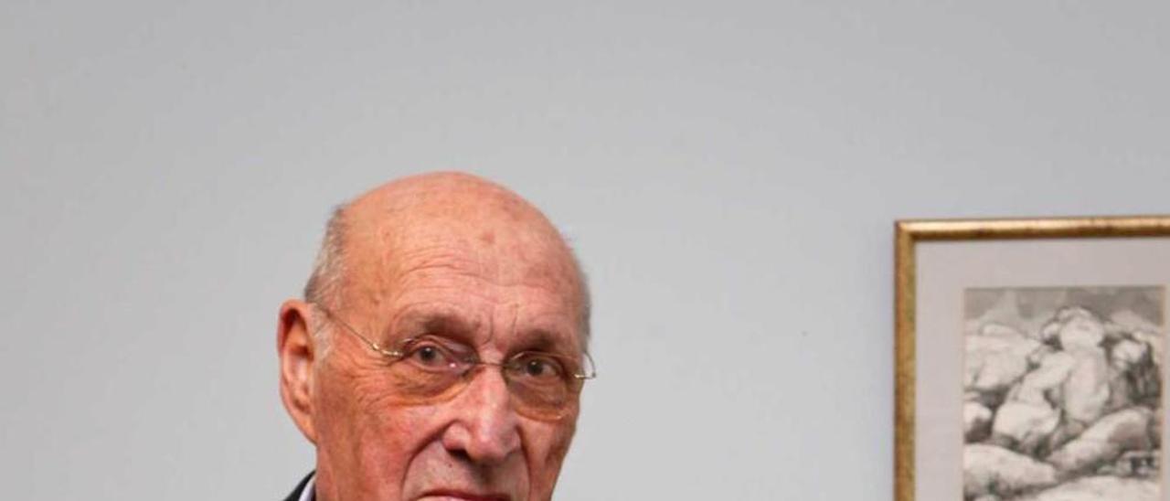 Juan Delgado, en su despacho de Fundiciones Infiesta, S. A.