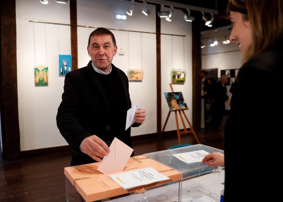 Arnaldo Otegi, coordinador de EH Bildu, en el momento de la votación.