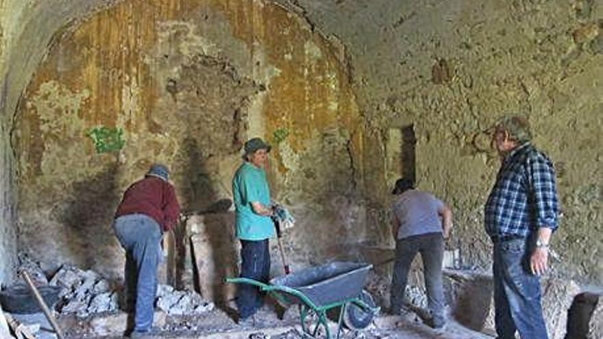 Un grup de voluntaris reviu el patrimoni del Pla de l'Estany