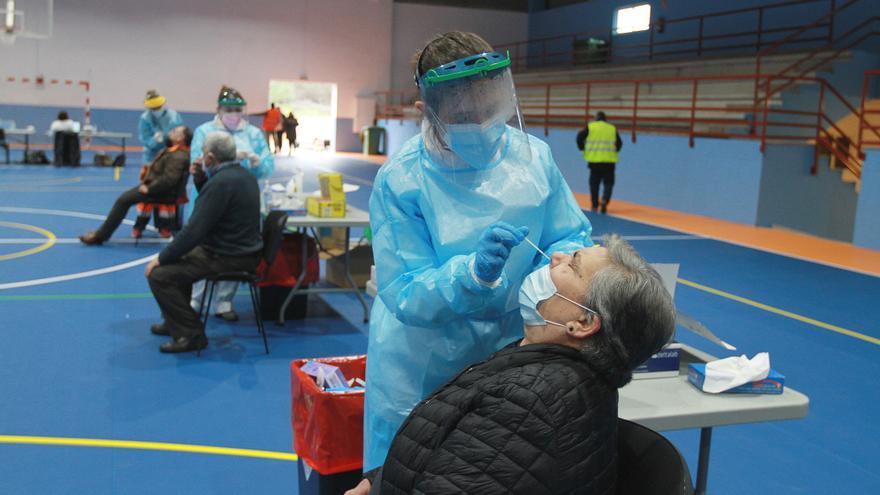 Ourense ya baja de los 400 casos activos y solo siete concellos tienen más de diez