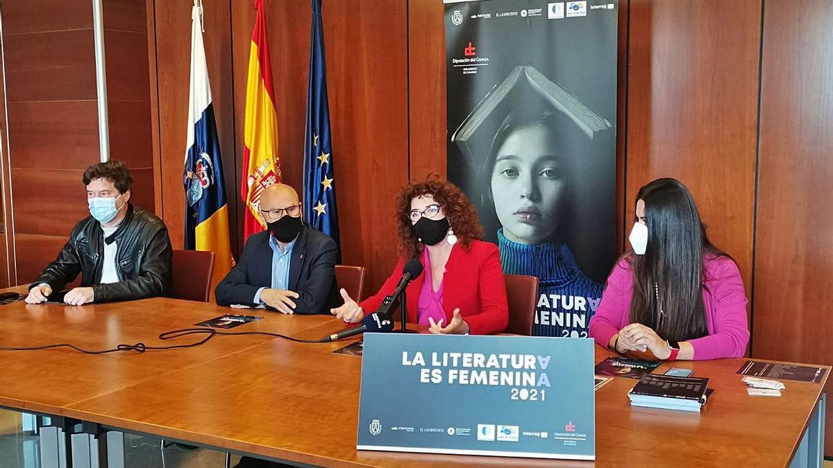 Alejandro Krawietz, Rafael Yanes, Beatriz Barrera y Dulce Xerach, ayer, en la presentación de la iniciativa.