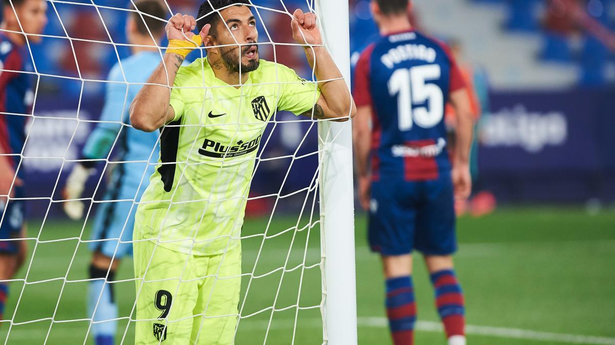 Luis Suárez se lamenta tras una ocasión fallada