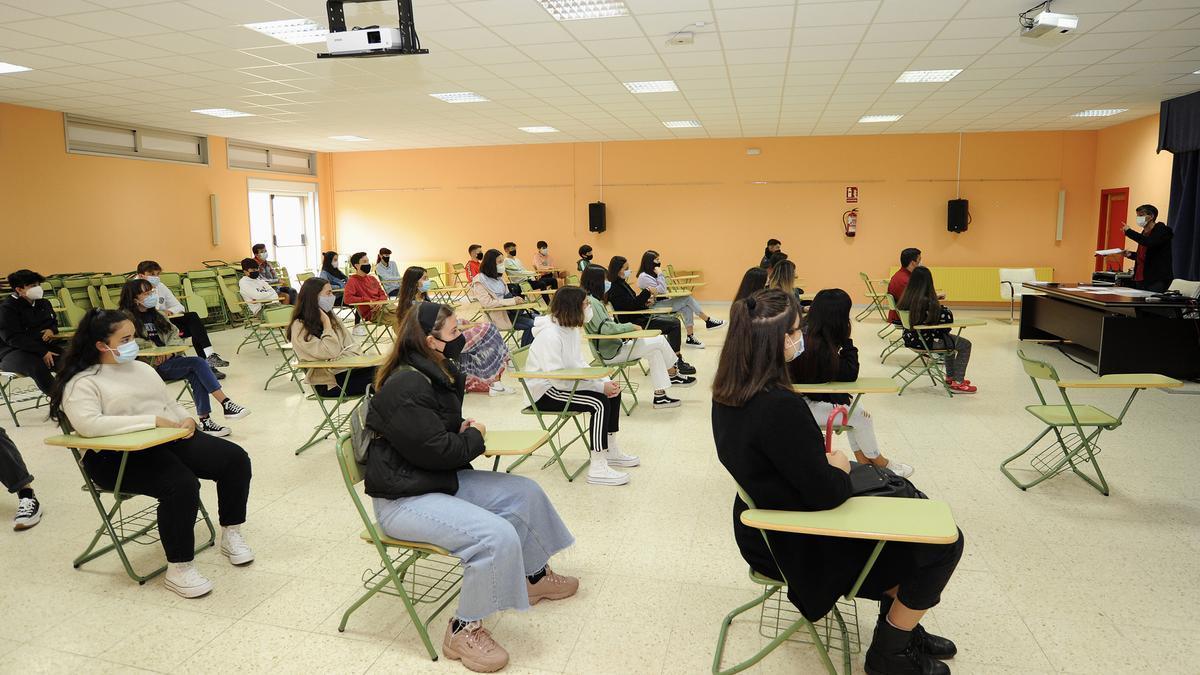 O IES Ramón Mª Aller Ulloa conta cunha plantilla de 67 profesoras e profesores que posúe unha sólida experiencia educativa