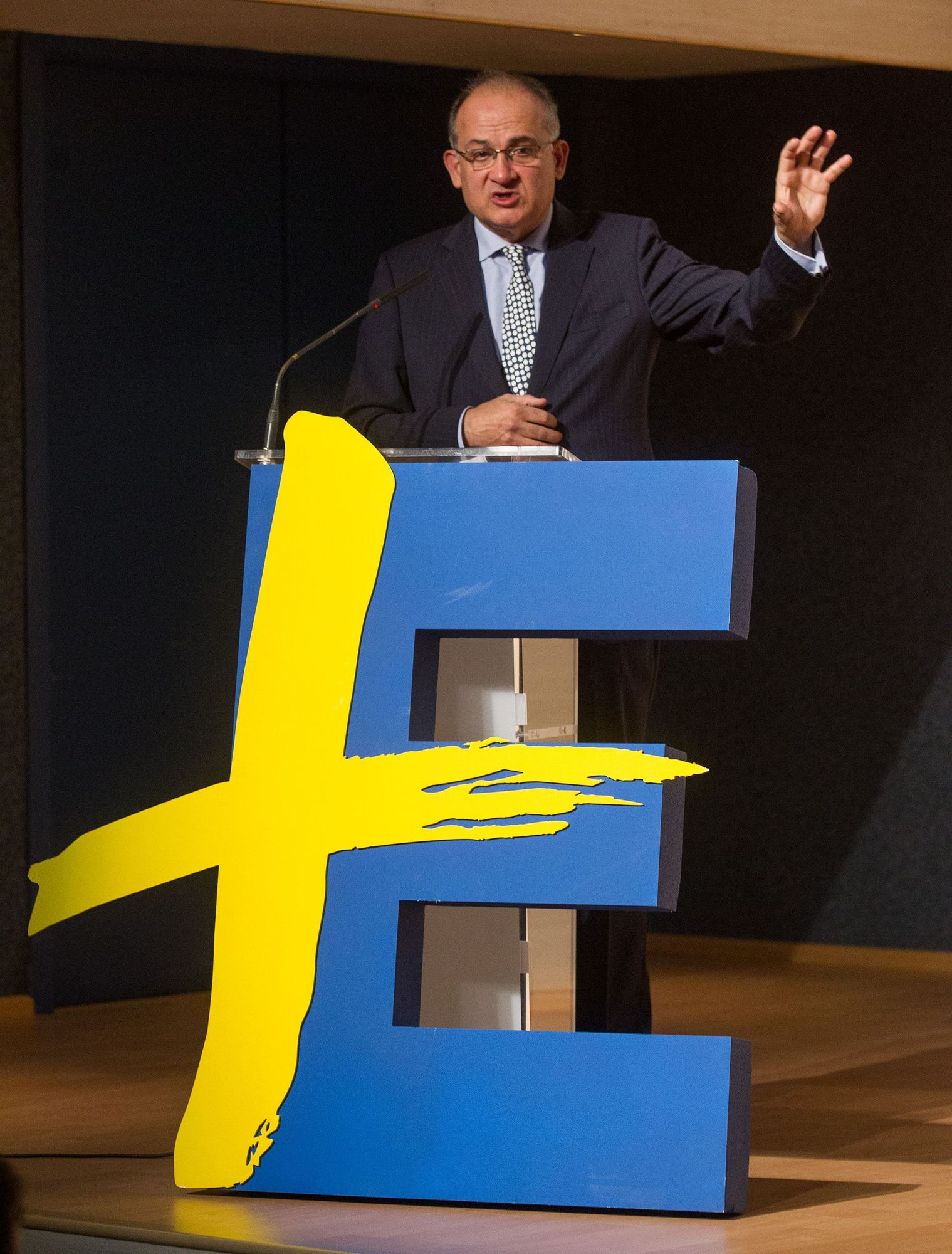 Joan Calabuig en el Foro +Europa: «El turismo y los sectores tradicionales tendrán el apoyo de los fondos europeos»