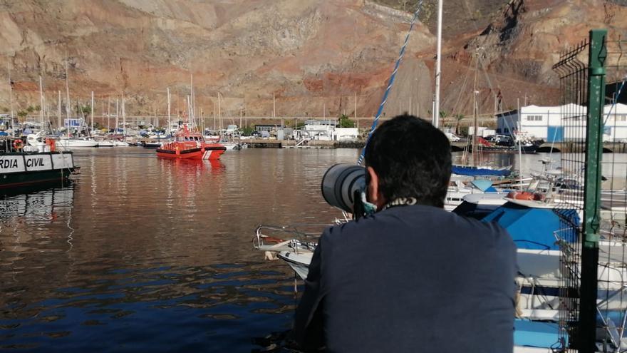 Llega una patera a la Dársena Pesquera de Santa Cruz de Tenerife