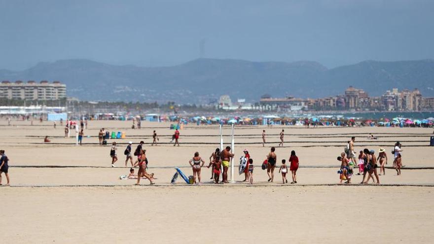 Playas en València medio vacías en el primer fin de semana de agosto