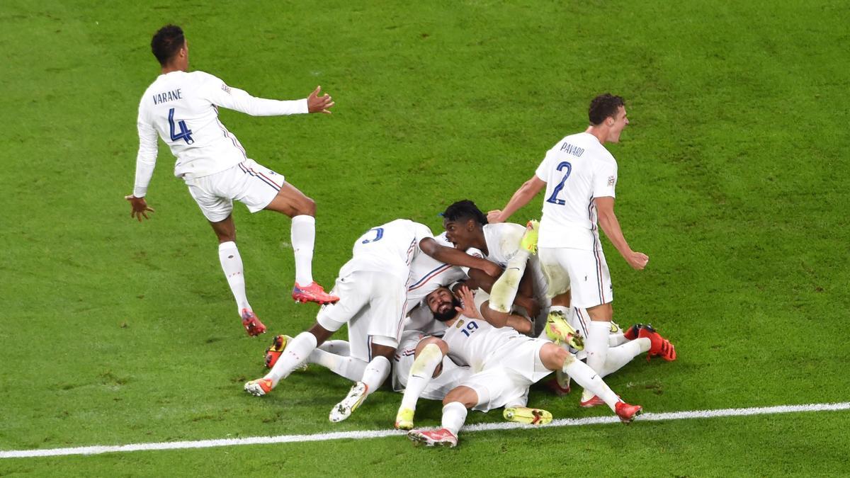 Los jugadores de Francia celebran la remontada.