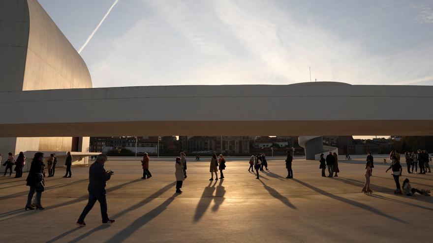 """La patronal del teatro, """"perpleja"""" ante la idea del Niemeyer de reducir programación"""