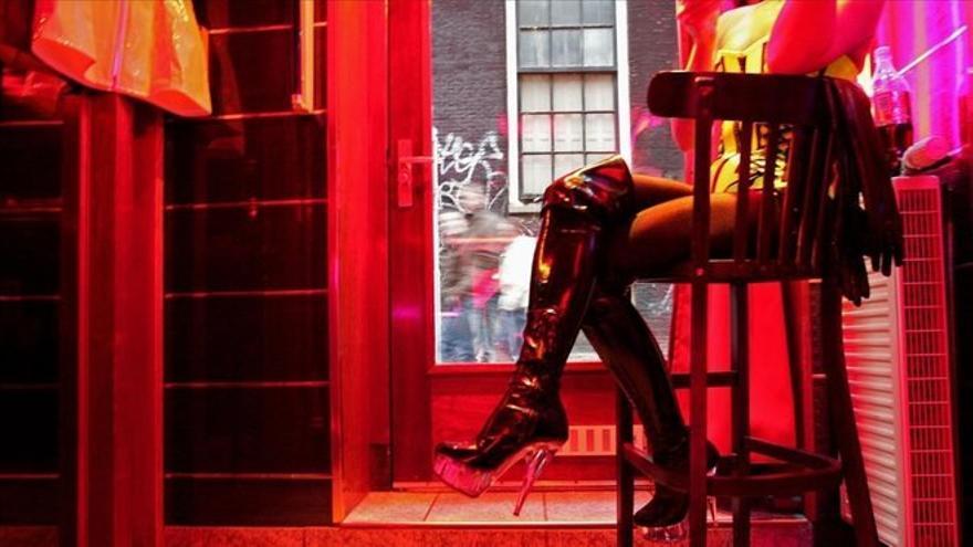 Cinco prostitutas retienen a un hombre hasta que la Policía lo libera