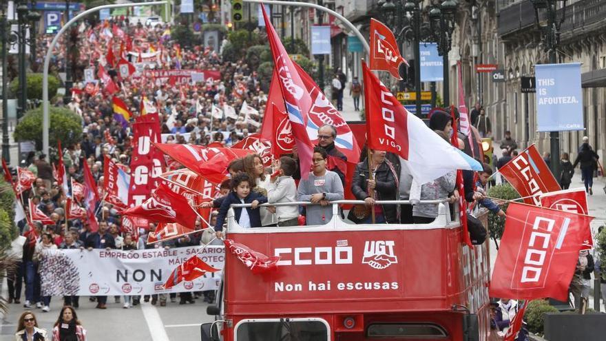 El sindicalismo clama en las calles de Vigo por el reparto de la riqueza y contra los salarios precarios