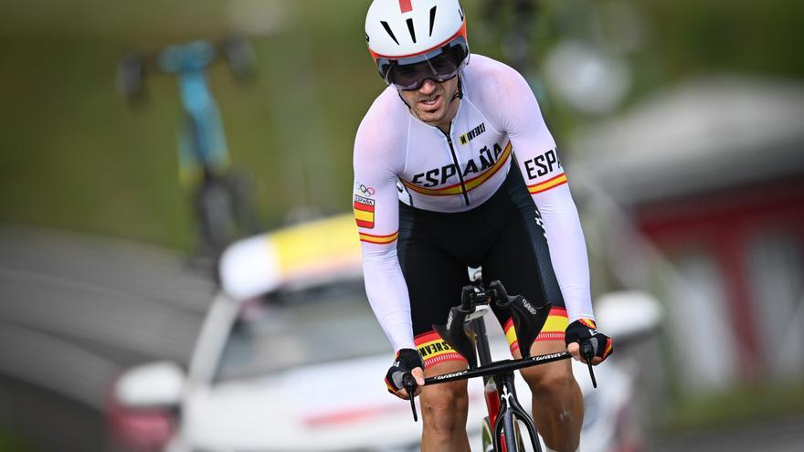 """Izagirre, tras retirarse por problemas musculares: """"No podía ni pedalear"""""""