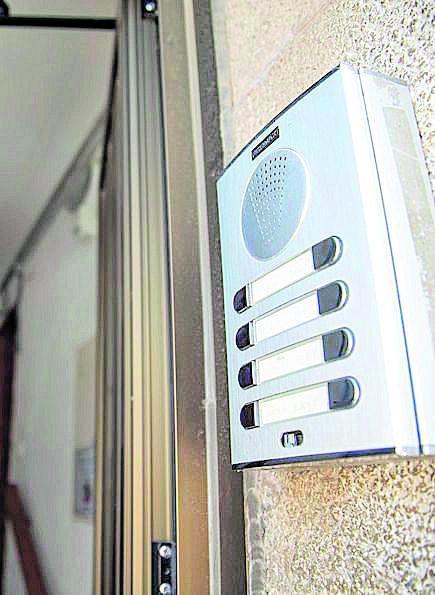 Interfono para controlar el acceso.