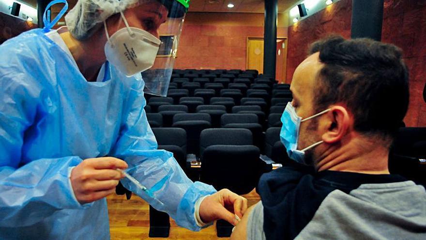 El Sergas comenzará a vacunar la próxima semana contra el COVID a los gallegos de entre 50 y 55 años
