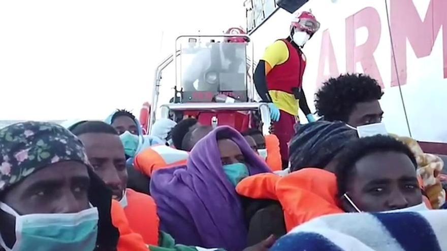 Desembarquen davant les costes de Sicília les persones rescatades per Open Arms