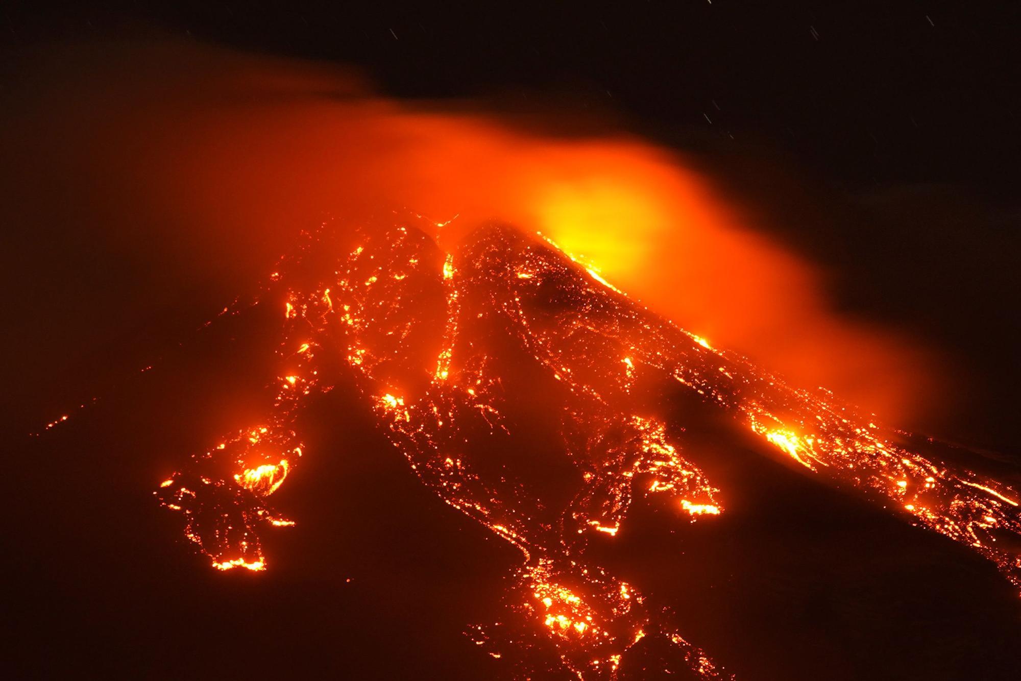 El volcán Etna entra en erupción y deja unas imágenes nunca vistas