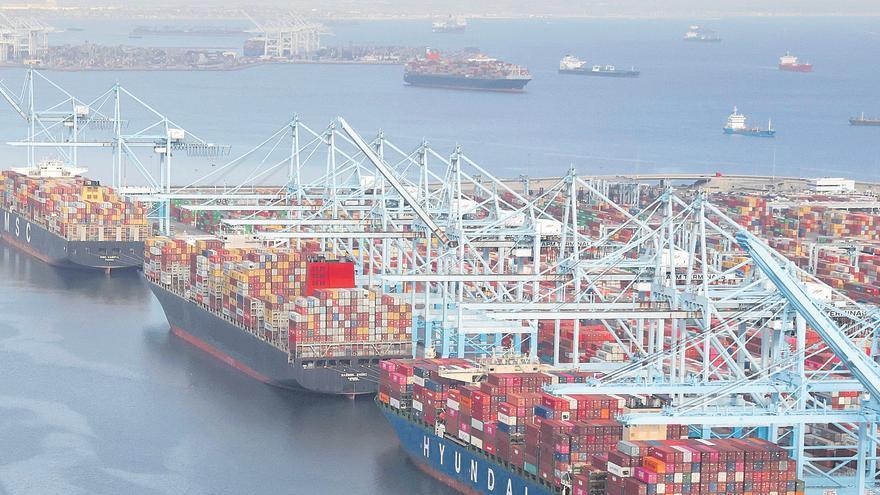 El Puerto de València asegura que no peligra la campaña navideña pese a los atascos en Asia y EE UU