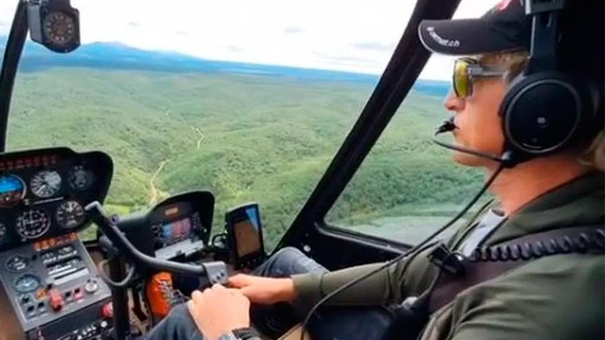 Jesús Calleja vuelve a volar su helicóptero sobre Galicia