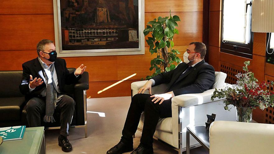 El Principado promete emprender este año el proceso para oficializar el asturiano