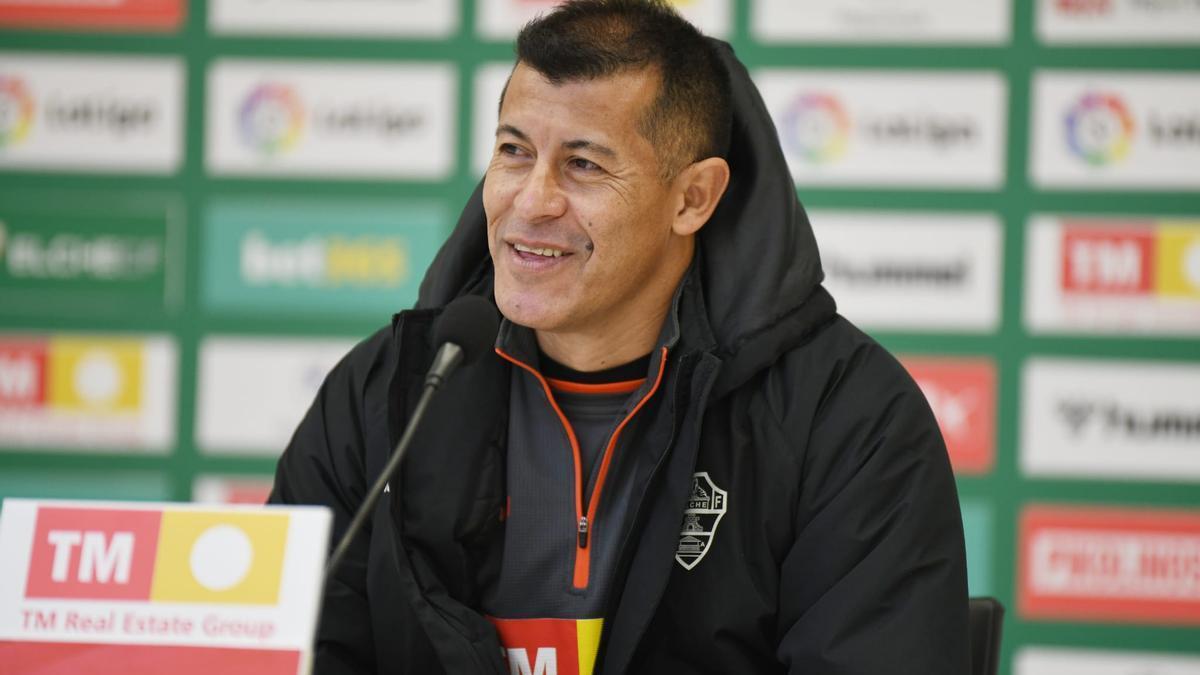 Almirón asegura contar con el respaldo de sus jugadores y del máximo accionista
