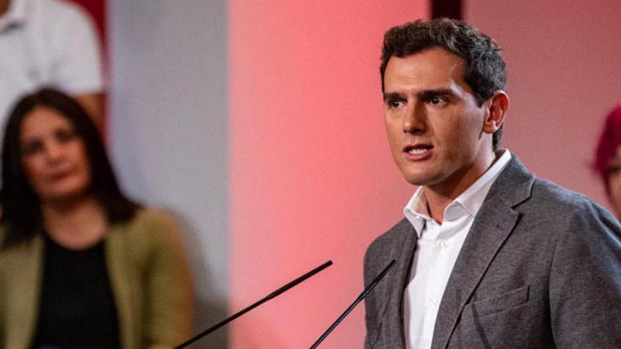 Rivera aixeca el veto al PSOE i s'obre a pactar-hi després de les eleccions del 10-N