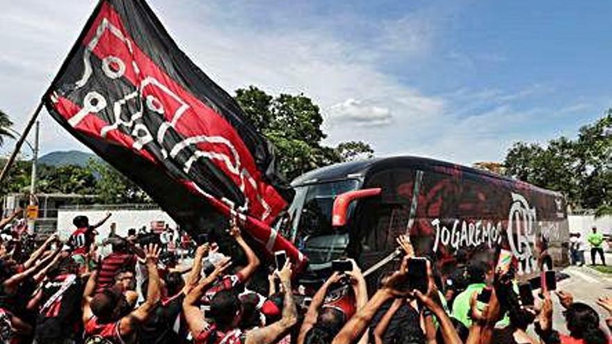 El Flamengo viaja a Catar arropado por una marea rubro-negra