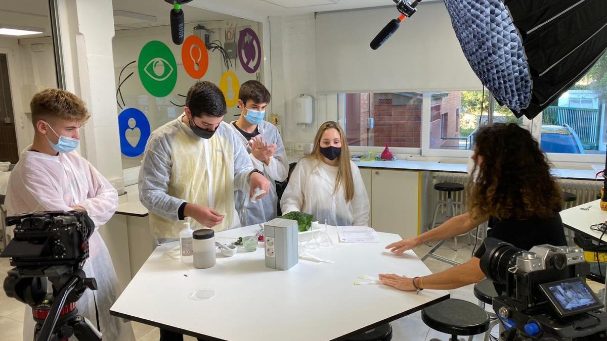 Un grup d'alumnes, durant la gravació del vídeo.