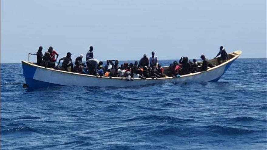Llegada a Tenerife Sur de los migrantes rescatados al sur de El hierro