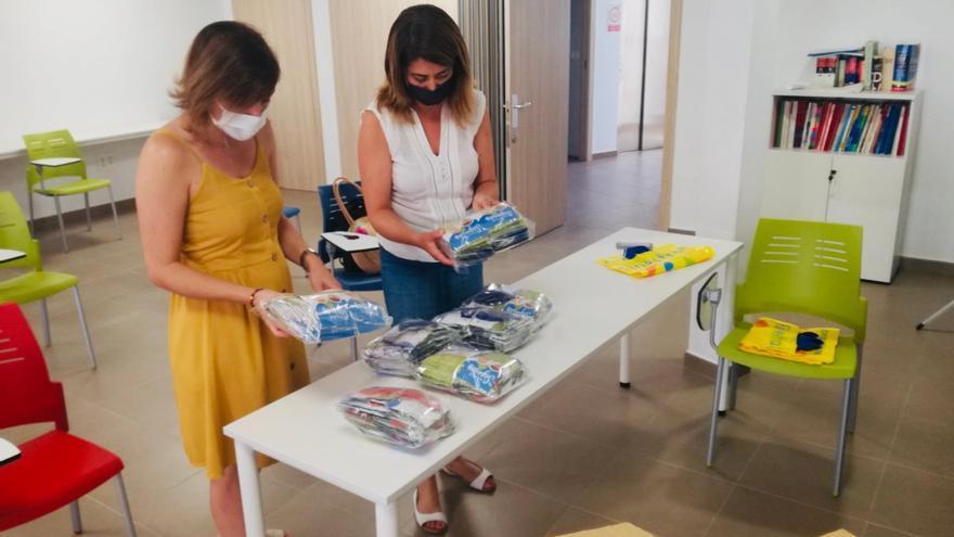 El Ayuntamiento de Finestrat entrega 1.650 mascarillas infantiles a los alumnos de los colegios