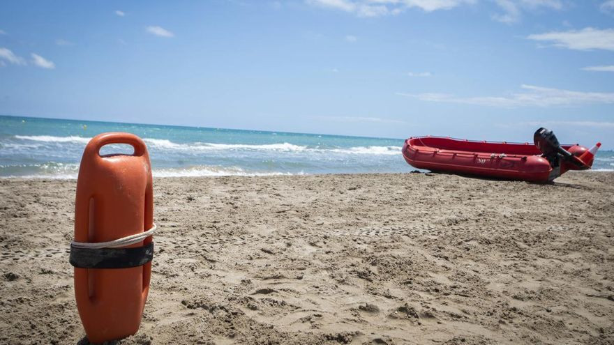 Rescate de un bañista de  21 años en la playa de Canet