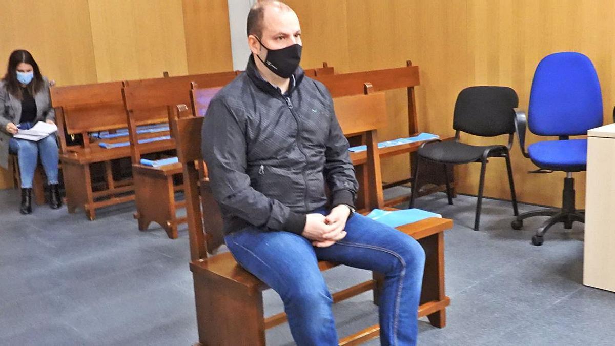 Santiago B. L. fue juzgado ayer en el Penal 2 de Ourense. // FERNANDO CASANOVA