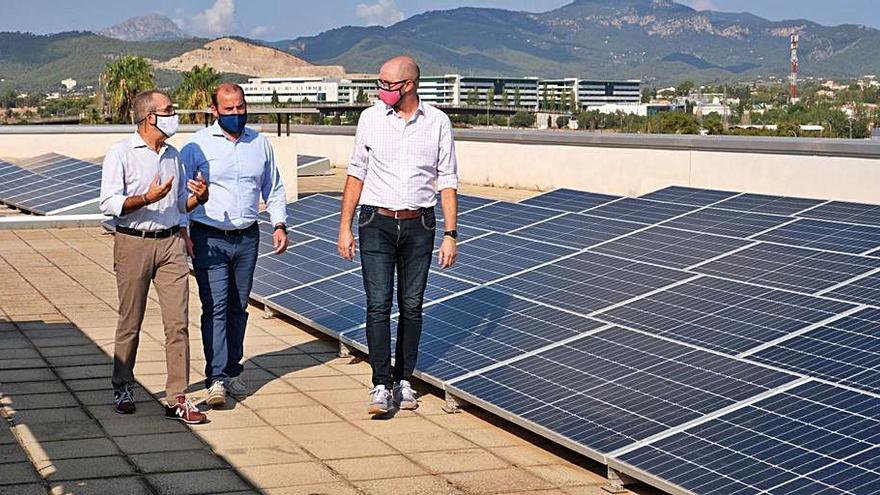 Las placas solares instaladas en la sede de Medio Ambiente ahorrarán 12.600 euros de luz