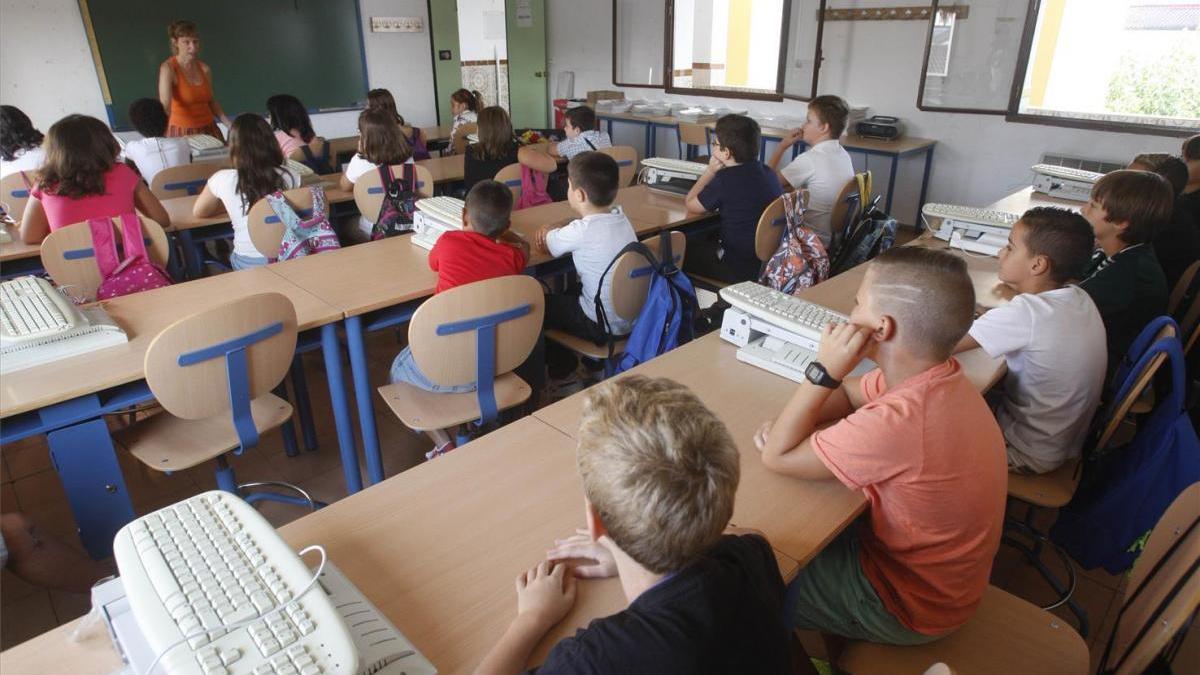 Profesores interinos: La Junta tiene un año para rebajar la tasa al 8%