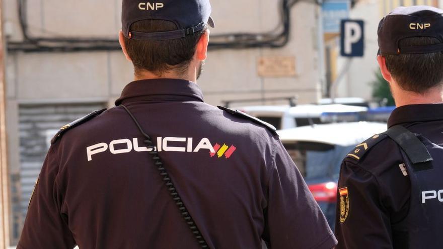 La Policía arresta a un hombre en Alicante por grabar a sus empleadas en el baño