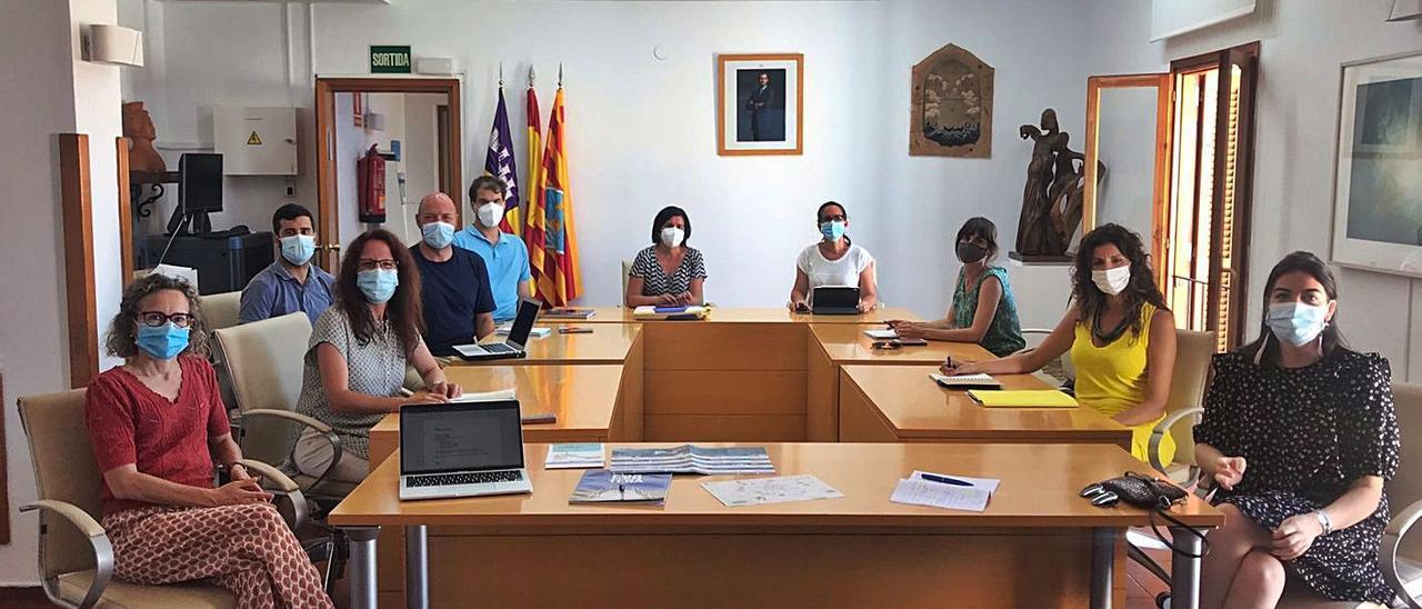 Miembros que asistieron a la reunión para redactar el Plan estratégico de cultura. | CIF