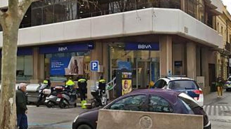 Aldarulls en una sucursal bancària de Figueres
