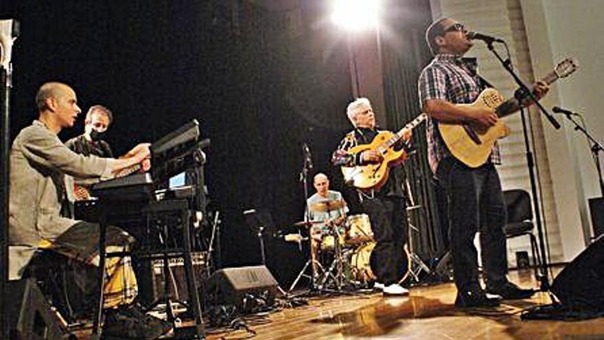 Ximo Tébar y Gladston Galliza han vibrar con sus ritmos al festival Música al Port