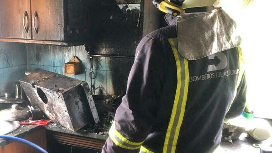 Un incendio calcina la cocina de una vivienda en Villarda (Coaña)