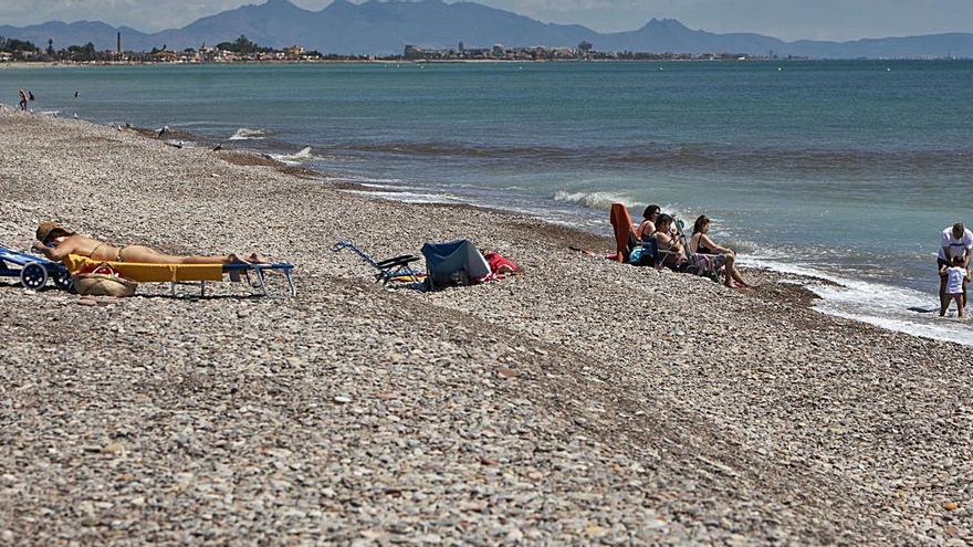 La SAG comienza a allanar las costas de las playas al norte de Sagunt