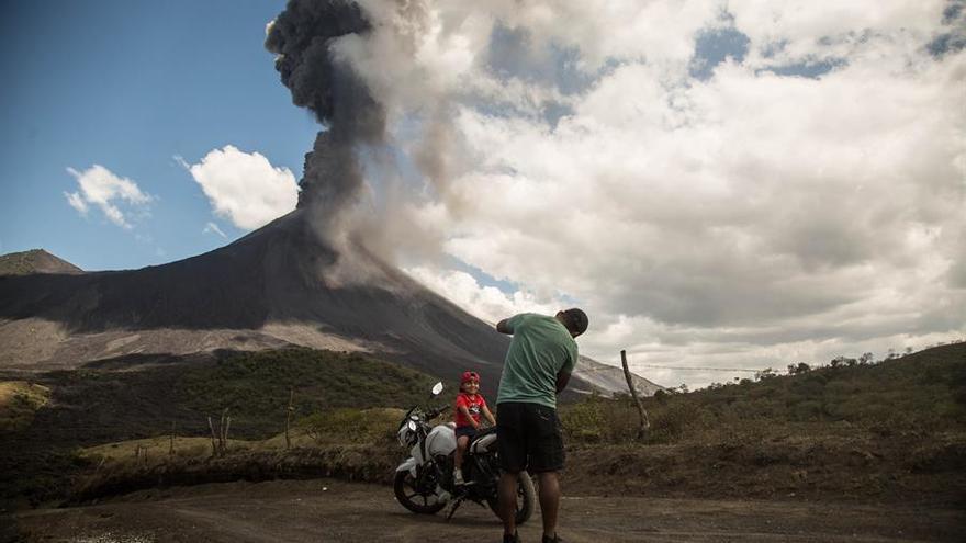 El volcán San Cristóbal, en Nicaragua, registra explosiones y tira ceniza