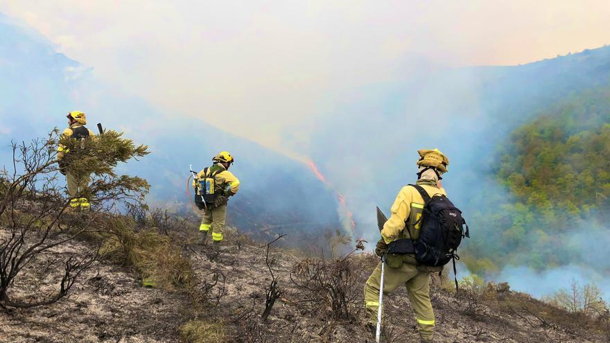 Un total de 57 municipios asturianos estarán en riesgo alto de incendio este lunes