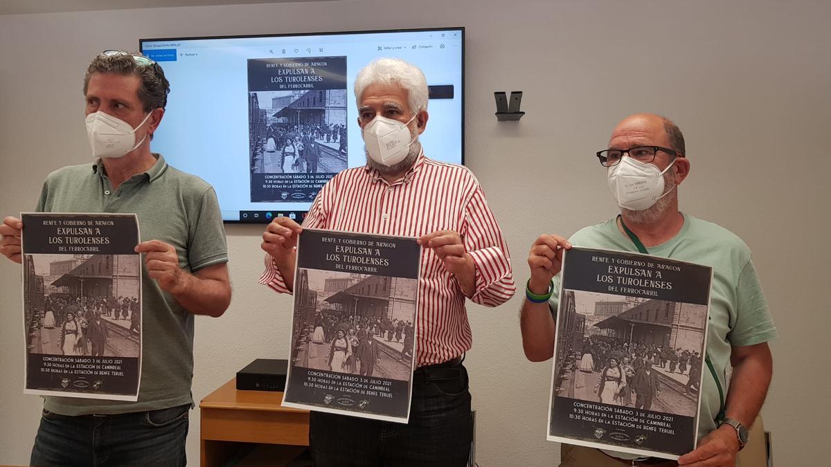 Pepe Polo, de la Federación provincial de Asociaciones Vecinales, Manolo Gimeno del Movimiento Ciudadano, y Paco Gómez de la Plataforma en defensa del Ferrocarril.