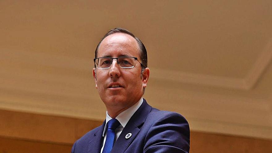 """""""Me encantaría que Canteli se afiliara y presidiera el partido porque es el alcalde"""""""