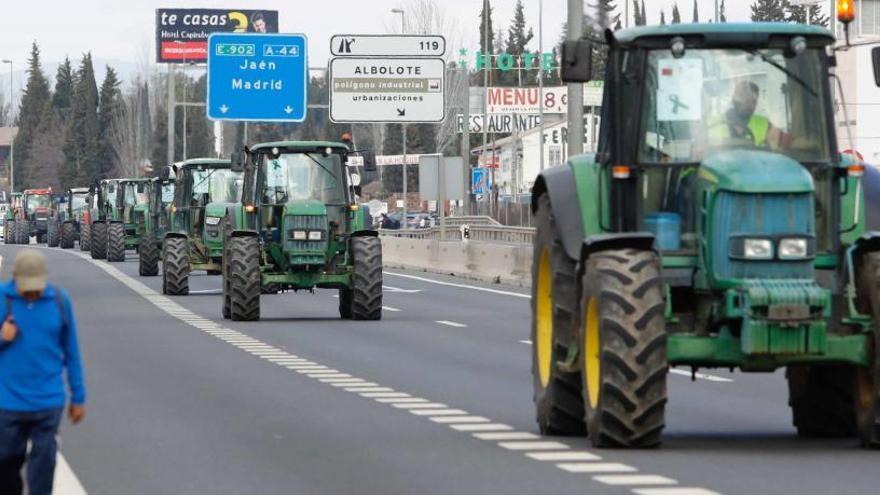 Cientos de tractores toman las calles para salvar el campo
