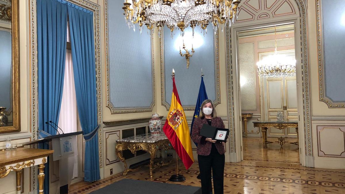 Teresa Peral, directora del INSS de Zamora, recibe la distinción.