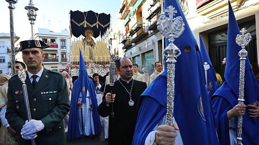 Rosario de la aurora en Salesianos